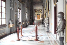 Malta Grandmasters Palace Ritterrüstungen Flur